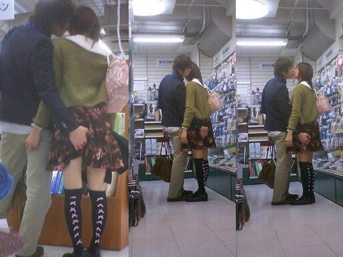 街で見かけたら蹴飛ばしたくなる( ゚д゚)ペッ・・・リア充カップルがイチャ×2してる画像