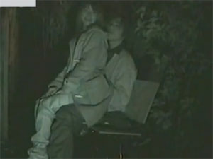 【盗撮】冬でも外でSEXしちゃう若カップル。彼女が上に座って腰フリフリ♪