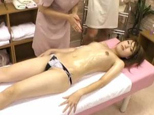 【盗撮】スタイル抜群の美女が手マンでイカされ挿入懇願してしまってる映像。