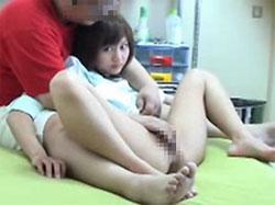 【盗撮】たった数万円のお金でおじさんのダッチワイフになった美少女。。。