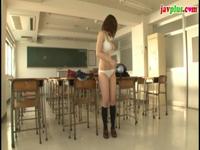 巨乳女子校生。放課後の教室で・・スク水着てパイズリしてもらう!