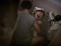 こんな清掃員がいたら・・トイレに連れ込みバックで犯しまくる!