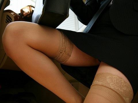 【画像あり】生足とタイツどっちがエロいか考えようwwwww