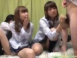 放課後友達の家に集まって、初めて見るチンポに大興奮する制服美少女2人組。