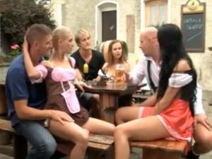 ドイツのビール祭りは、たいがい乱交パーティーになってしまうらしい・・・