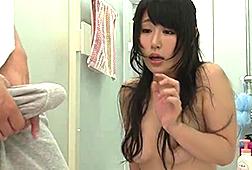 チンコをギンギンにしながらシャワーオナニーしてるお姉ちゃんを覗いてたのがバレた結果…