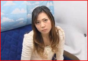 「素股だけなら・・・」 こんな険しそうな顔してる素人娘でも擦るだけならしてくれた素人企画動画!