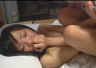 涙をボロボロ流しながら絶頂する美少女・・・